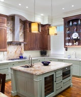 23 Kitchens with Two-Toned Cabinetry
