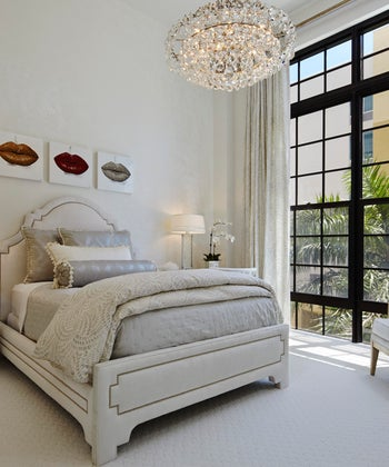 30 Elegant Bedrooms with Chandeliers