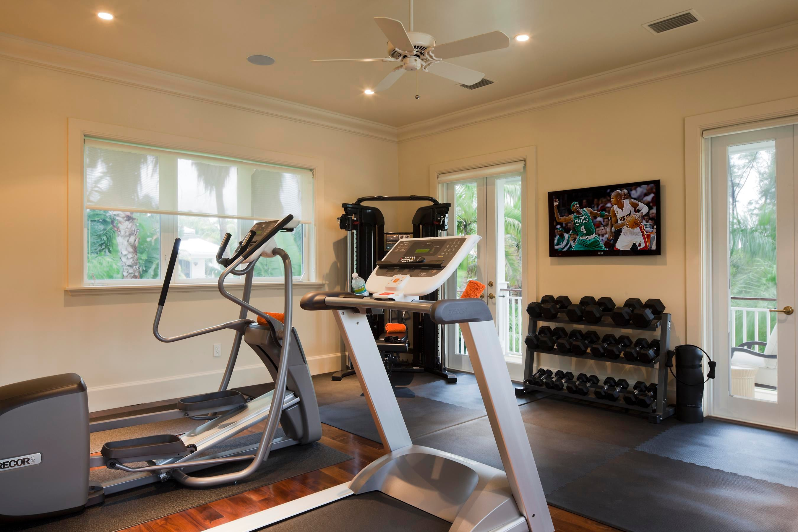 Massage room ideas home gym traditional with walk in stone shower