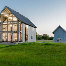Modern barn house style, expansive Hope's windows(steel) for the waterfront side