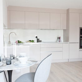 Central London refurbishment of 2 bedroom apartment including kitchen, 2 bathrooms, fully furnishing and decorating