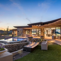 Desert Contemporary with Infinity Pool and Outdoor Entertaining