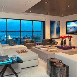 Contemporary Oceanfront Miami Home : Casual Elegance