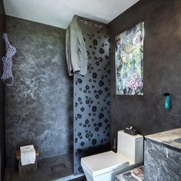 SF Decorator Showcase 2019 custom black metal shower screen divider in Mizu