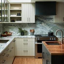 CRISP CONTEMPORARY KITCHEN