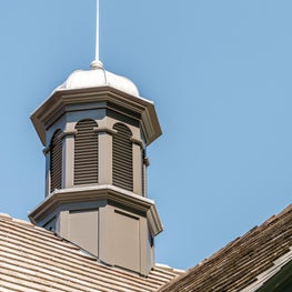 Traditional style cupola for barn or garage