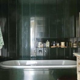 Deep blue bath walls and tub