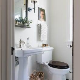 English cottage - neutral bathroom