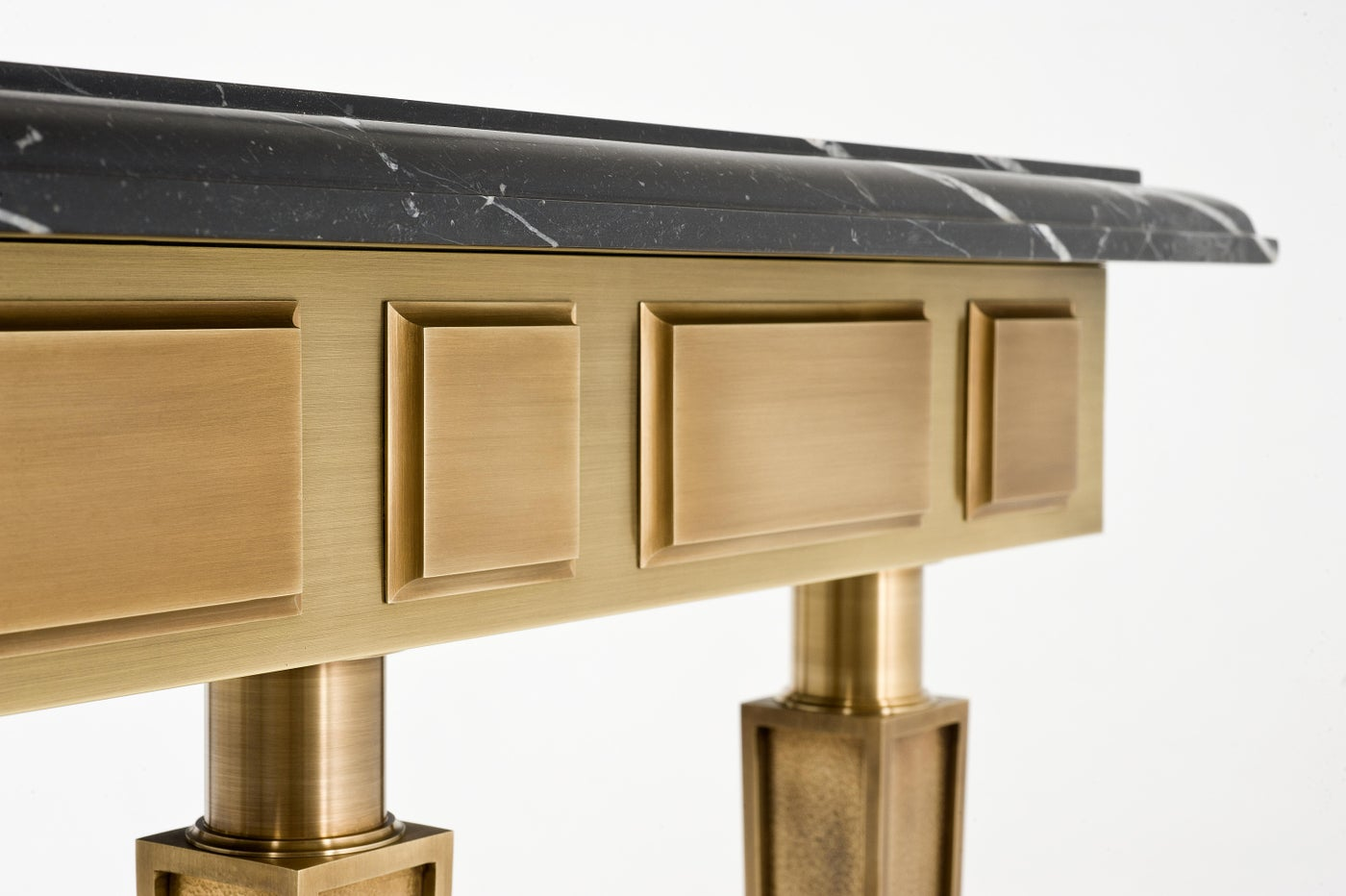 Royal Console Detail