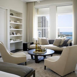 A graceful pied-a-terre at a historic address in Chicago
