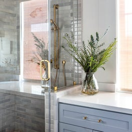 Striking bathroom with earthy tiles and neutral tones