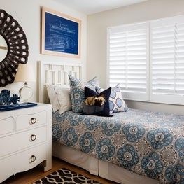 This white guest room takes its cues from a ship's cabin, both crisp & nautical.