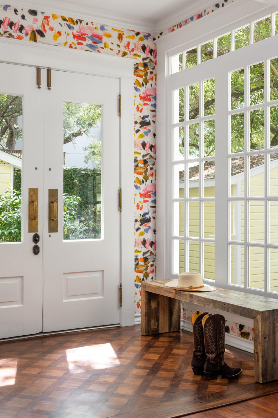 Lively and Cheery Entry with Bright Wallpaper