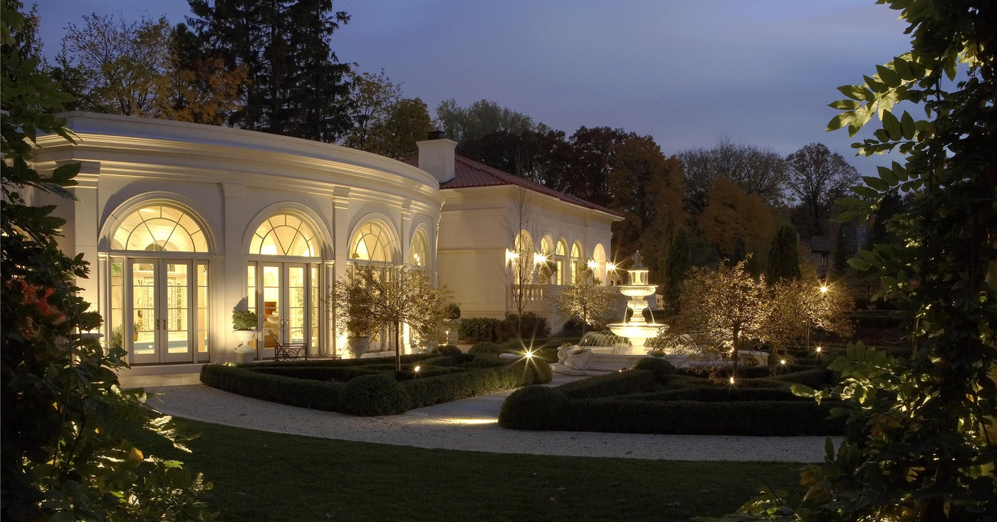Outdoor Space in a Palladian-Style Guest House