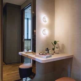 Millenial House, Make-up table in dressing room