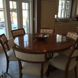 Traditional in kitchen dining at its best. Round table is perfect for this room.