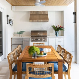 Functional outdoor kitchen & dining area with beach flavor in Key Largo,Florida