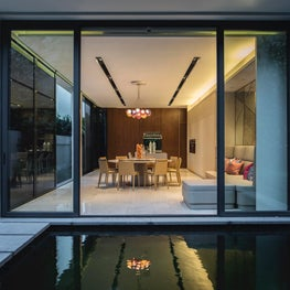 Millenial House, Dining room and pool