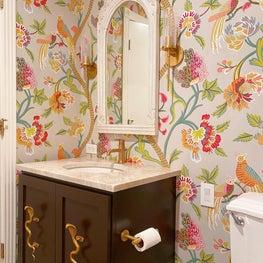 Powder bath with wallpaper