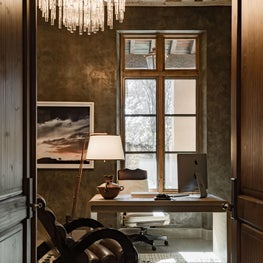 Sundrenched home office / Organic furnishings create a moody and glamorous home office. The rug has a tribal and very contemporary feel.