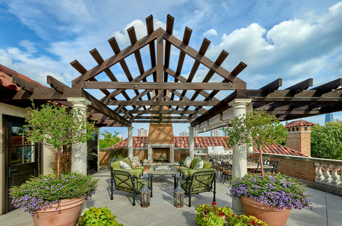 Rooftop Pergola in Lincoln Park