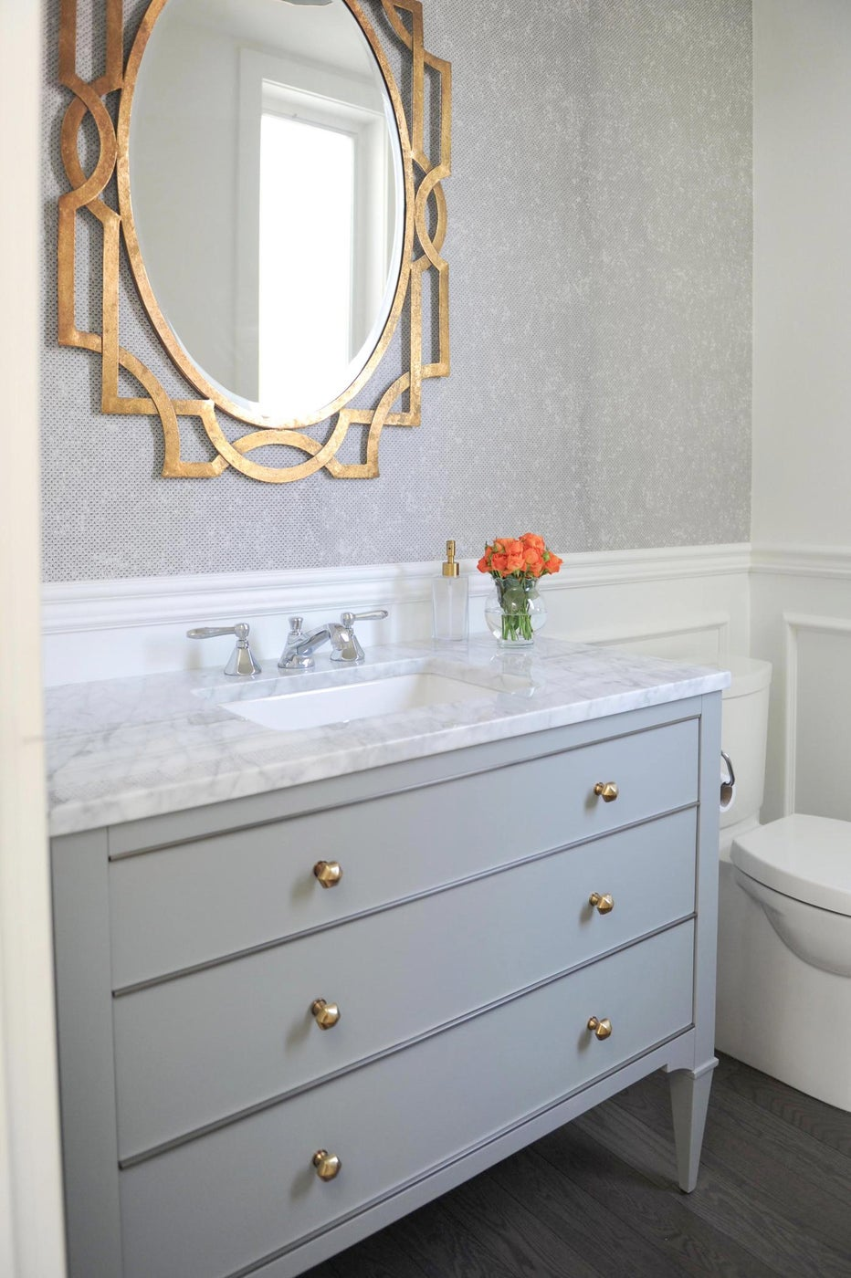 Gray bath with metallic and colorful pops