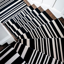 A dramatic, highly optic runner turns an ordinary staircase into modern art.