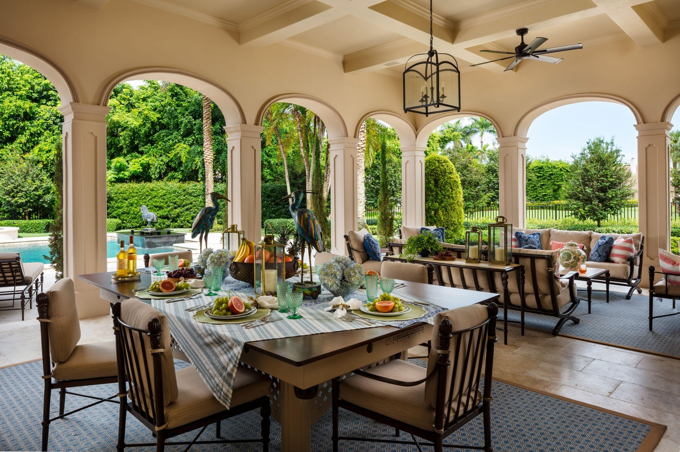 Outdoor dining area in Palm Beach Estate.