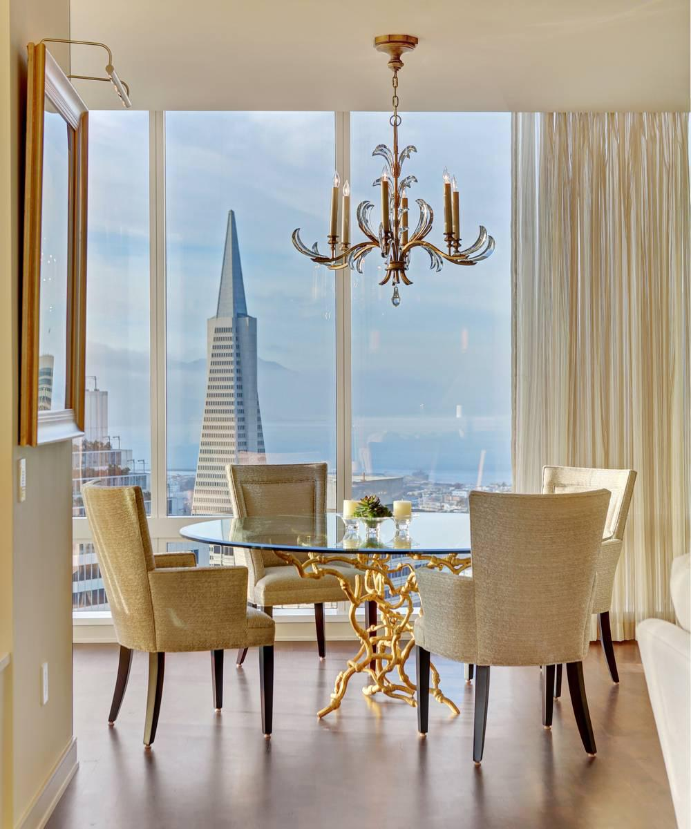 This exquisite Pied-à-terre on the 55th floor has panoramic San Francisco views.
