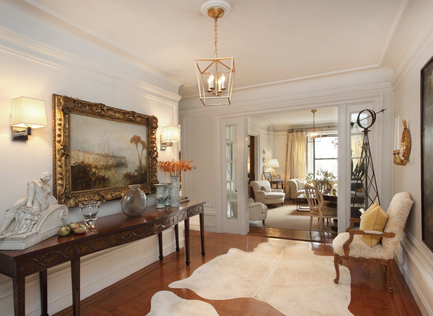 Grand Entry to Delightful Manhattan Apartment
