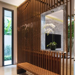Millenial House, Fengshui screen and niche