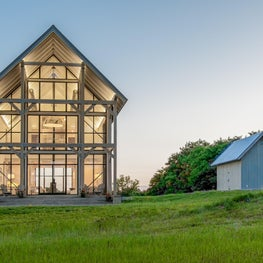 Modern barn house style expansive Hope's windows(steel) for the waterfront side