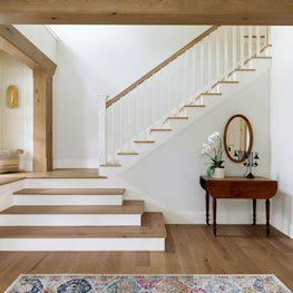 Entry staircase with a cascading staircase