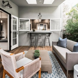 Lakeshore Avenue: outdoor patio space.