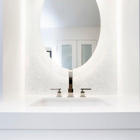 Moderne Updated - Master Bathroom