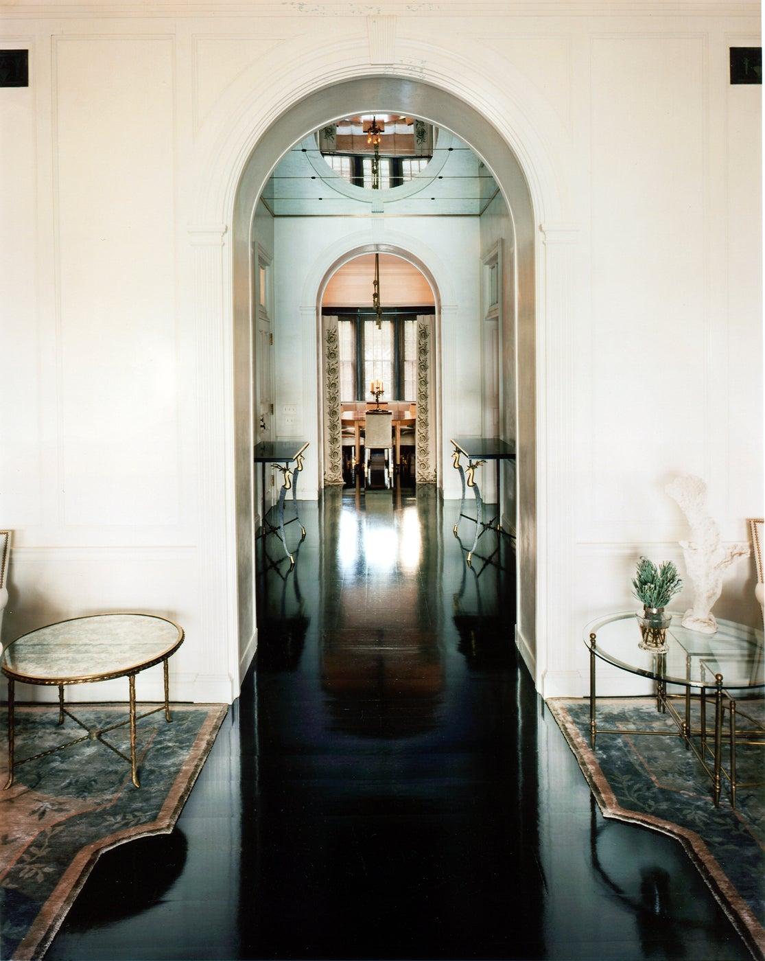 Intricacy and simplicity meet in a  Manhattan triplex apartment