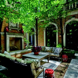 Outdoor Living Room in Lincoln Park