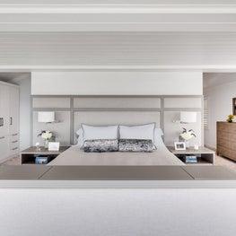 Oceanside Cottage Master Bedroom w/Reading lamps