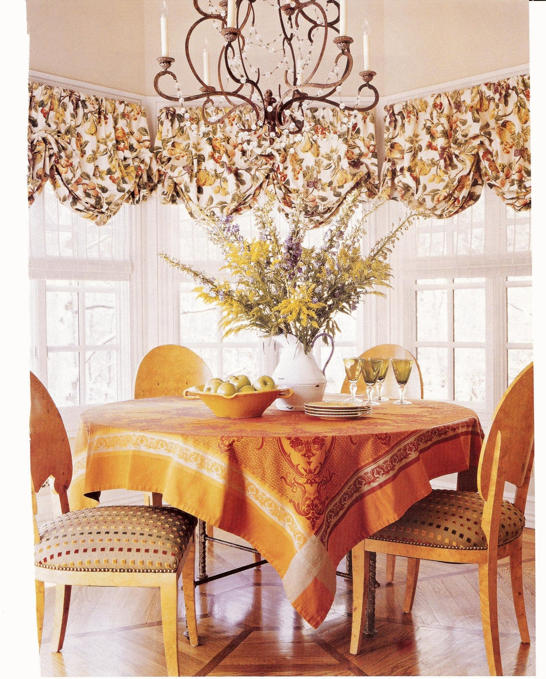 Bright and Cheerful Breakfast Room