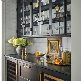 English country style kitchen bar