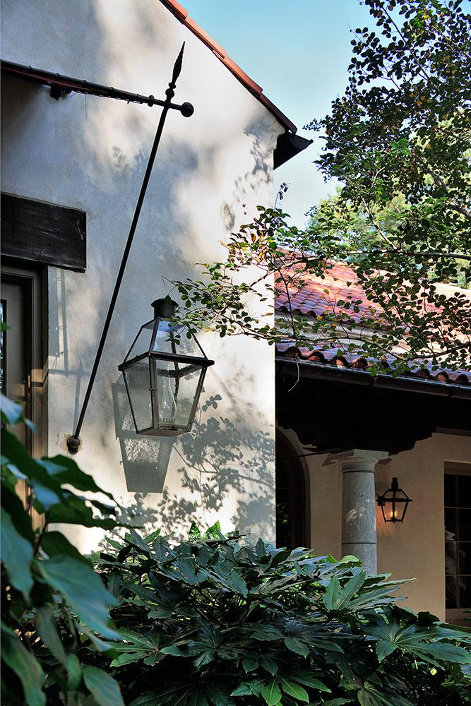 Spanish Colonial vingette.