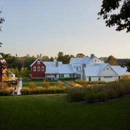 Chic 3 Barn Farmhouse Estate
