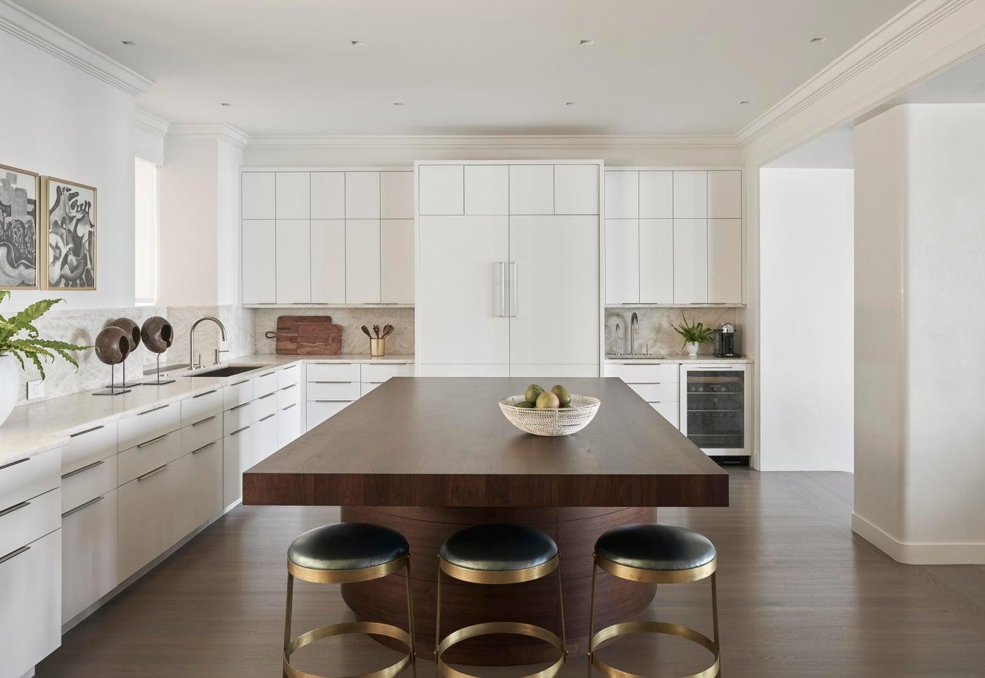 Curve Appeal Energizes a Classic Vintage Apartment