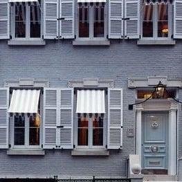 New York townhouse exterior.
