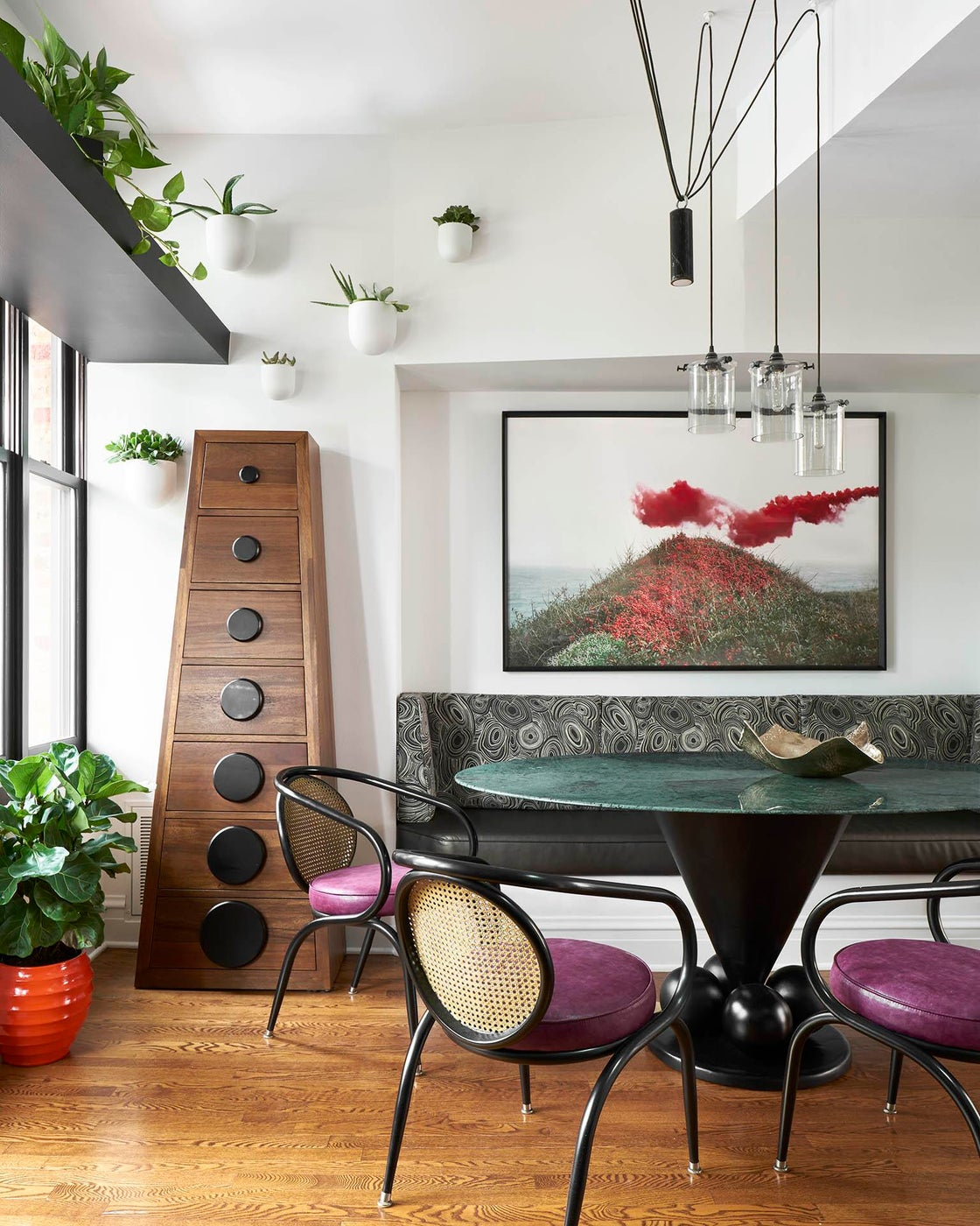 Chicago Cottage by Studio Sven, breakfast room with banquette