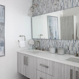 Beach House - Upstairs Master Bathroom