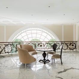 Deco Mansion, sitting area