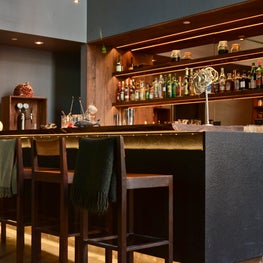 Saison SF, The decor furthermore reflects the cuisine, refined but unfussy.