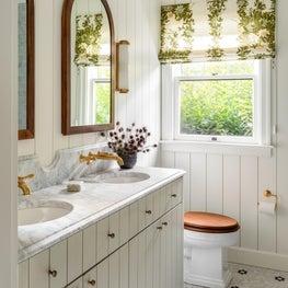 N28 Tudor master bathroom
