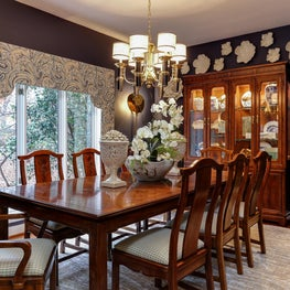 Traditional dining room with flower wall detail